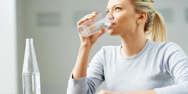 صورة شرب 3 لتر ماء يوميا للتنحيف , مكون بسيط وفوائده كثيرة