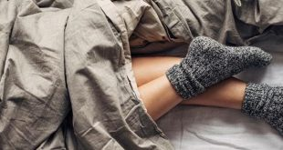 صورة اضرار النوم بالجوارب , اهميته كبيره واضرار اقل