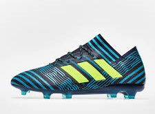 صورة احذية كرة قدم , شكل كوتشى لاعيبة كره القدم