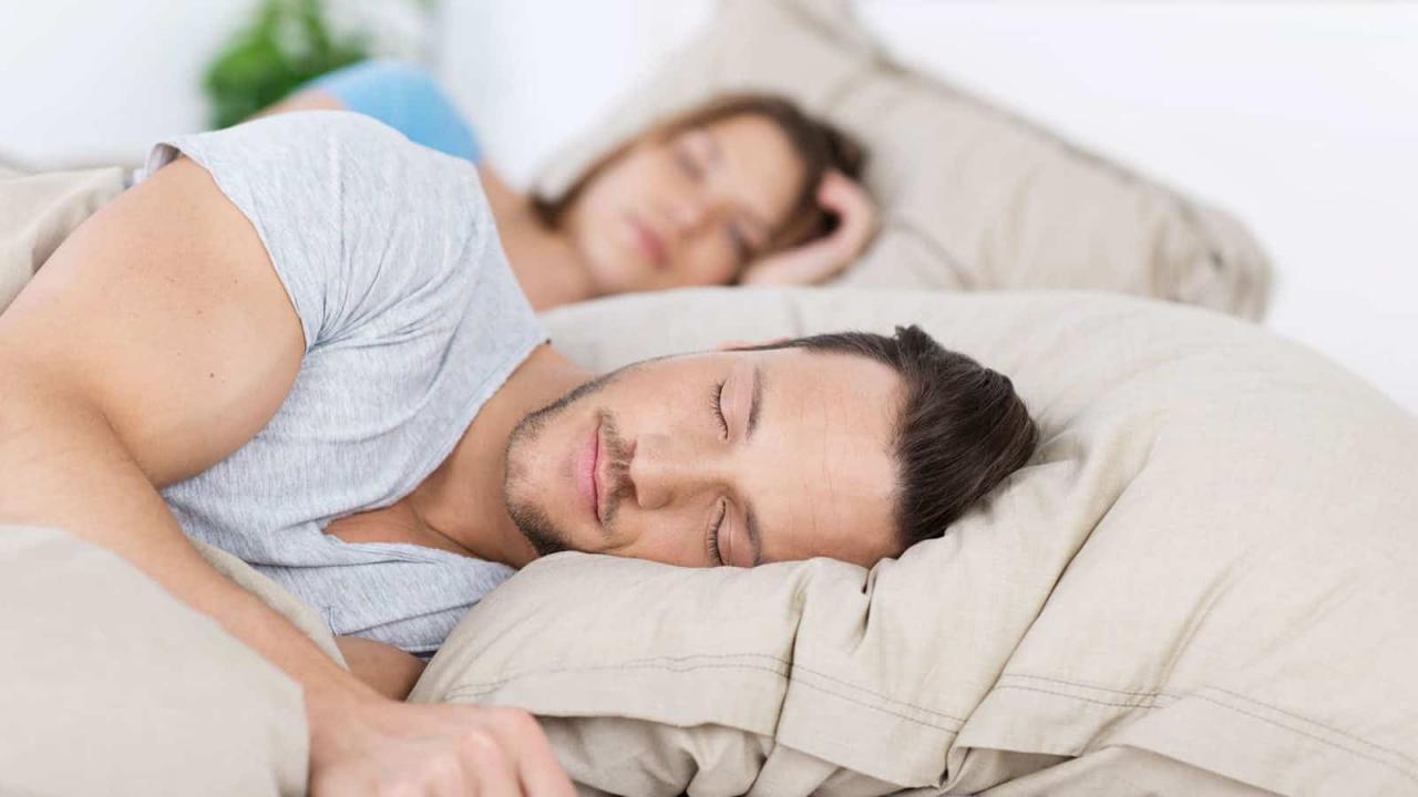 صورة تفسير حلم النوم مع رجل اعرفه , اذا حلمت بهذا الشخص فهو على علاقة جيدة بك 544 7