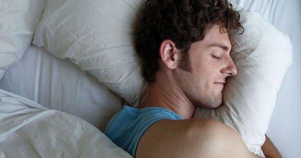 صورة تفسير حلم النوم مع رجل اعرفه , اذا حلمت بهذا الشخص فهو على علاقة جيدة بك 544 9
